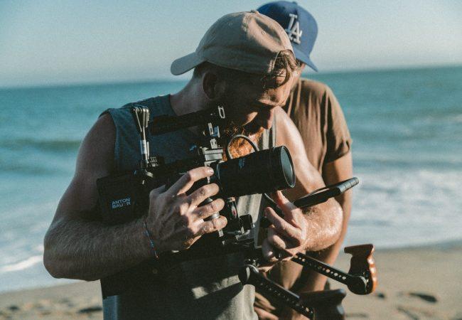 Videos auf sozialen Plattformen können die Markenbekanntheit steigern und die Aufmerksamkeit des Users erzielen.